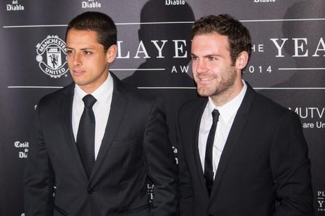 Javier Hernandez and Juan Mata of Manchester United.