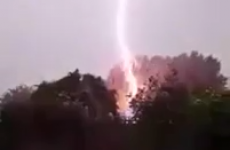 Man reacts excellently to sudden lightning strike