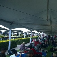 The tweets from Comic-Con's Hall H line are absolutely insane