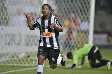 Ronaldinho is looking for a new club.
