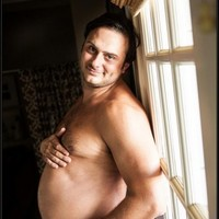 This guy's pregnant wife didn't want to take maternity photos... so he took her place