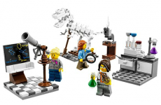 Lego makes female scientists playset... after getting told off by little girl