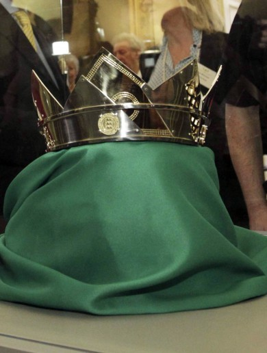 This Brian Boru crown was made with unwanted gold and silver - and will raise money for cancer research