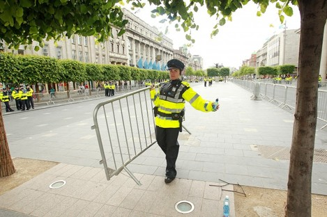 Gardaí seal off O'Connell Street for the Queen's visit
