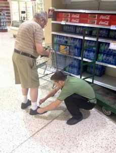 This supermarket employee's small act of kindness is going insanely viral