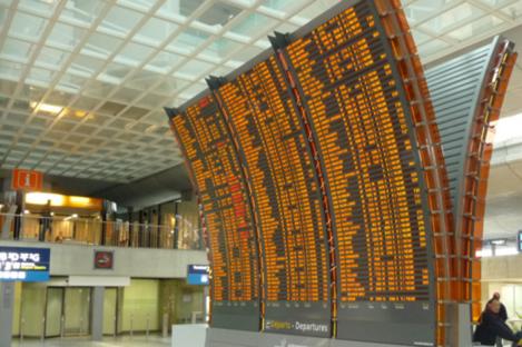 A display at Paris CDG manufactured by Data Display
