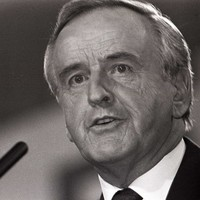 Albert Reynolds will lie in repose in Mansion House and funeral will take place on Monday