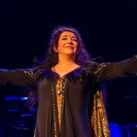 No, David Bowie was NOT on stage with Kate Bush last night