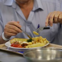 UK hospitals to be fined for serving up unhealthy food