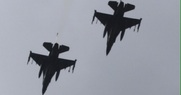 Two American fighter jets flew over Dublin today --- and it was very VERY LOUD
