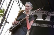 Football lessons with musicians - St. Vincent teaches you the rainbow kick