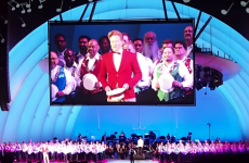 Here's Conan O'Brien performing the Monorail Song from The Simpsons, live