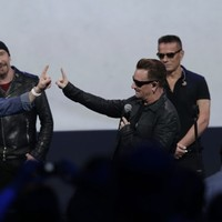 People on Twitter have never heard of U2 and are asking, 'What is a U2?'