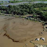 Crude oil spills into Yellowstone River after pipe rupture