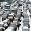 Rush for scattered cash on Moscow motorway