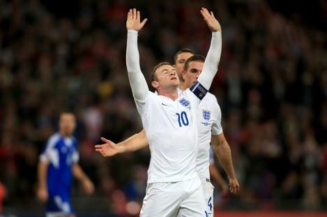 Wayne Rooney celebrates his goal.