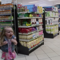 Fake talking lettuce in Irish supermarket frightens the sh*te out of little girl