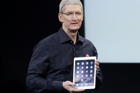 Apple CEO Tim Cook with the new Apple iPad Air 2