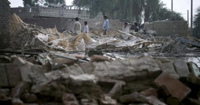 Pakistan facing second wave of death as flood crises worsens