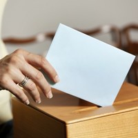 Poll: Should a general election be held before April 2016?