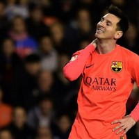 Messi struck by bottle after Barcelona's winning goal, gets booked for protesting