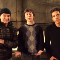 Watch the late Robin Williams help his young co-star ask a girl out on a date