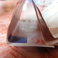 Many businesses not passing on VAT reduction - report