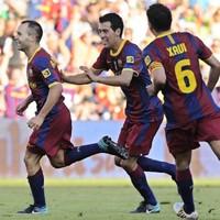 Barca's holy midfield trinity make keepy-uppy look incredibly easy