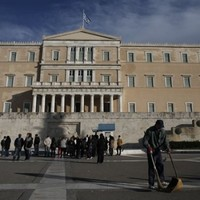 Snap elections to be held after Greece fails to elect a president