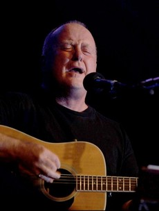 Christy Moore cancels another gig due to severe lung infection