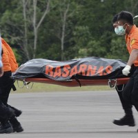 Seven AirAsia bodies recovered - but the weather's still hampering recovery