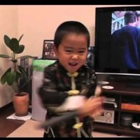 This little kid can almost perfectly imitate Bruce Lee's nunchaku moves