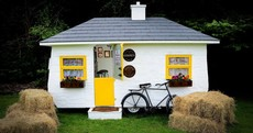 This caravan has been converted into an Irish pub. And it's awesome