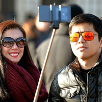 9 signs selfie sticks are taking over the world