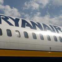 One arrest after mid-air bomb scare on Ryanair plane