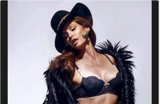Here's everything you need to know about that unretouched Cindy Crawford photo