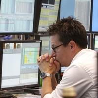US markets continue nosedive as investors dump shares for bonds