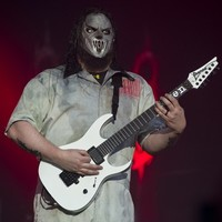 Slipknot guitarist stabbed in the head by his brother