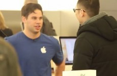 These fake Apple employees try talking people into buying rival products instead