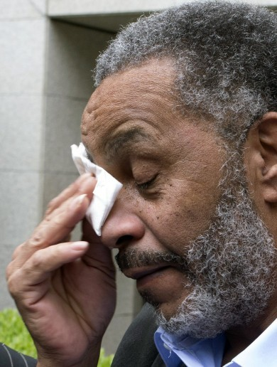 After 30 years on death row, Alabama man Anthony Ray Hinton walks free