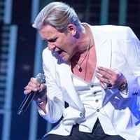 10 legitimate emotions about Johnny Logan singing Hold Me Now last night