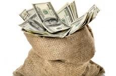 Man finds 75lb bag of cash on the road, returns it