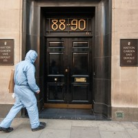 Thieves rob hundreds of thousands from London safe deposit vault