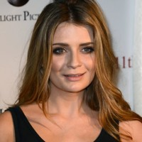 The OC actress Mischa Barton sues her 'greedy stage mom' for $25 million