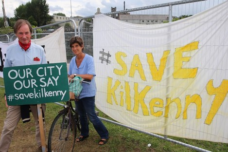 rotestors, Canice Hogan and Lucy Glendining, opposing a scheme to build a bridge in the centre of medieval Kilkenny City man a picket line.