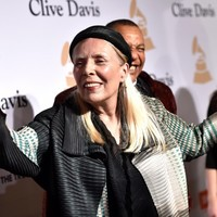 Joni Mitchell is not in a coma, and expected to make 'a full recovery'