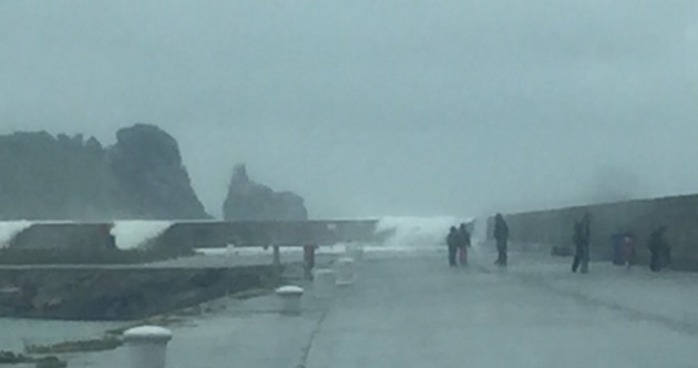 Parents put toddlers at risk at Howth pier with high waves breaking over walls