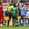 What happens when Pepe Reina tries to be a sweeper keeper like Manuel Neuer