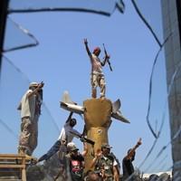 Battles continue in Libya but still no sign of Gaddafi