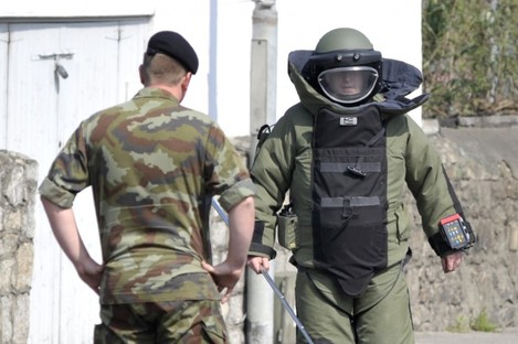 Army bomb disposal team.